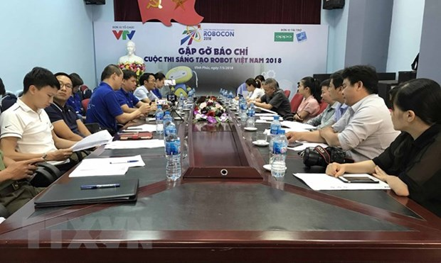 Teams get ready for 2018 Vietnam Robocon's final round hinh anh 1