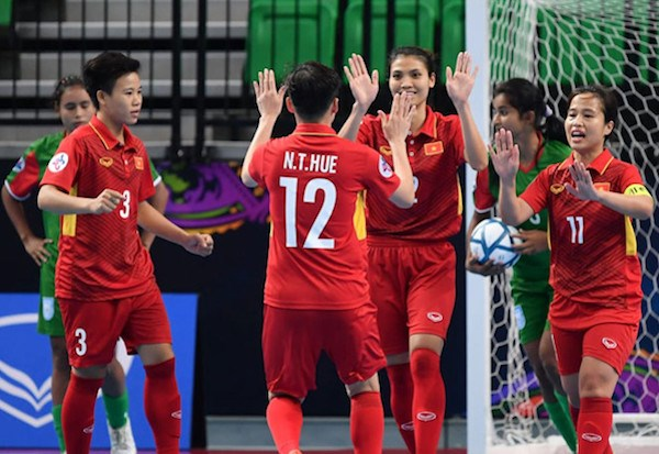 Vietnam enter AFC futsal event's semi-finals hinh anh 1