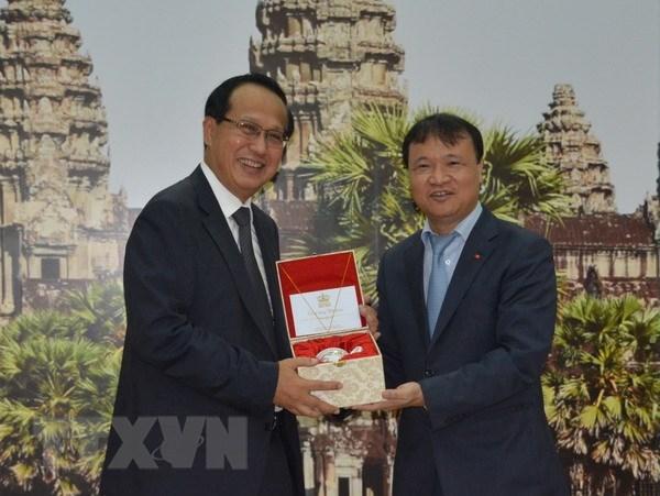 Vietnam, Cambodia promote border trade hinh anh 2