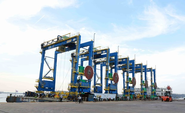 Doosan Vietnam exports first rubber-tyred cranes to India hinh anh 1