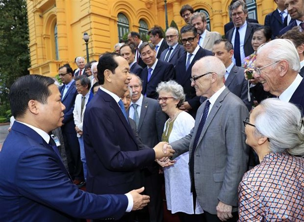 President meets Vietnamese, foreign scientists hinh anh 1