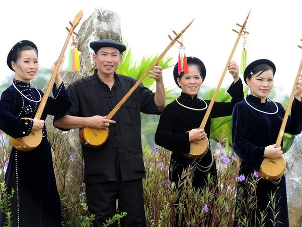 Efforts needed to preserve folk art of Then singing hinh anh 1