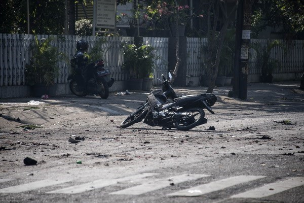 At least six people killed in three church bombings in Indonesia hinh anh 1