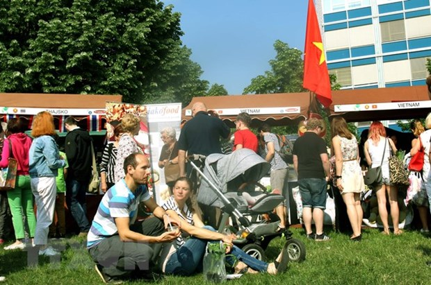 Vietnamese food attracts Czech people in festival hinh anh 1