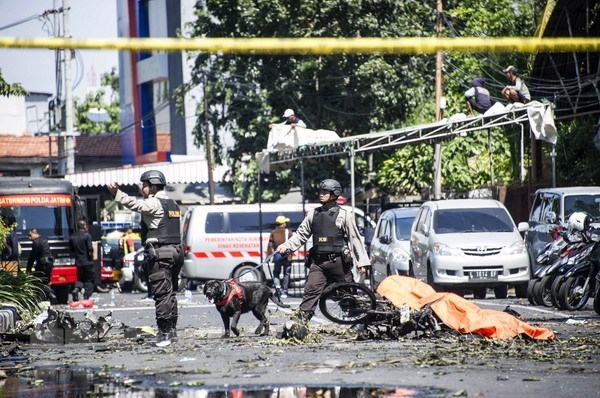 Indonesia: Family of six behind series of bomb attacks hinh anh 1