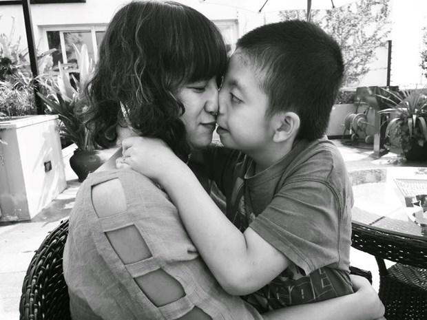 Hanoi autistic kid creates head-turning art hinh anh 4