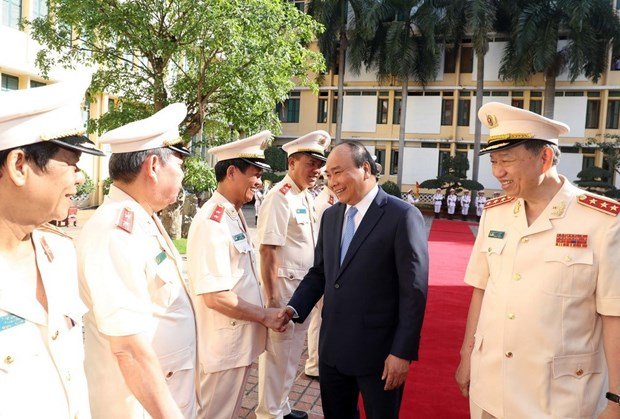Following President Ho's teachings – key political task of public security force hinh anh 1