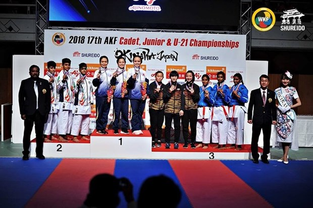 Vietnamese athletes shine at Asian karate event hinh anh 1