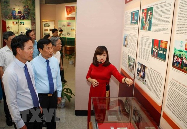Exhibition honours followers of late President Ho Chi Minh's example hinh anh 1