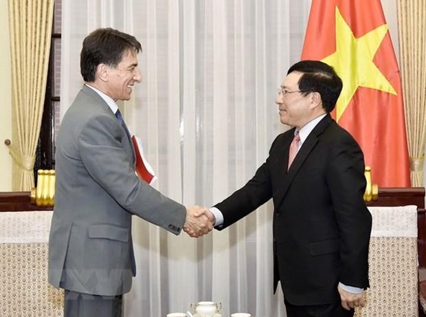 Deputy PM Pham Binh Minh receives Greek ambassador hinh anh 1