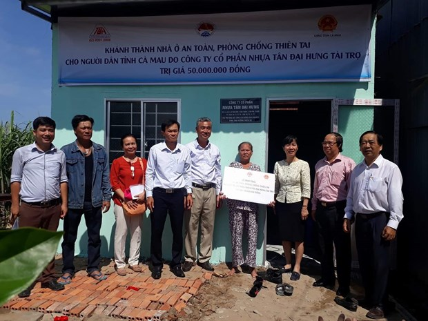 Disaster-proof houses built for poor people in Mekong Delta hinh anh 1