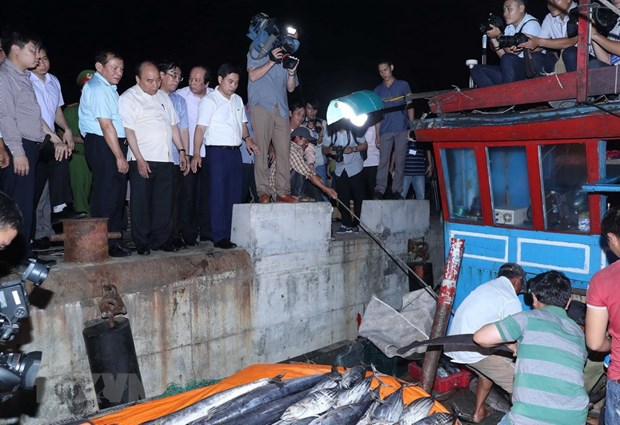 PM visits fishermen in Thua Thien-Hue, Quang Tri provinces hinh anh 2