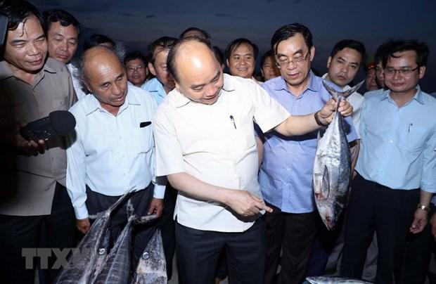 PM visits fishermen in Thua Thien-Hue, Quang Tri provinces hinh anh 1