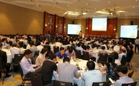 Experts warn of challenges to Vietnam economy despite good prospects hinh anh 1