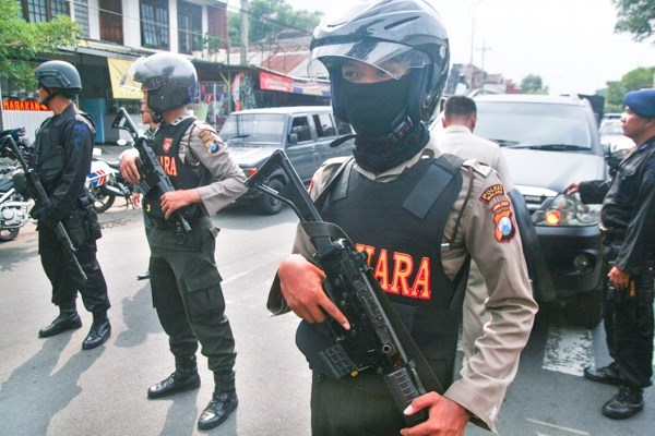 Indonesian police arrest dozens of alleged terrorists hinh anh 1