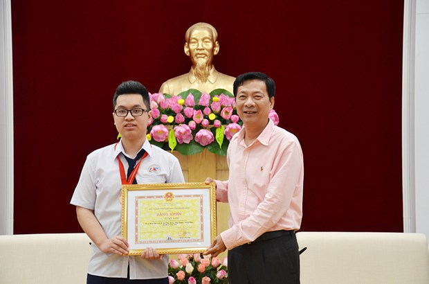 Quang Ninh: APhO bronze medalist commended hinh anh 1