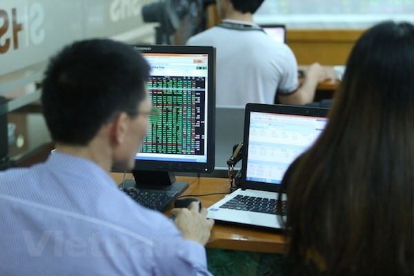 VN-Index drops for second day, losing nearly 24 points hinh anh 1
