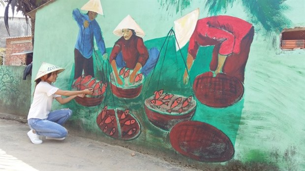 Korean artists resumes mural project in fishing commune hinh anh 2