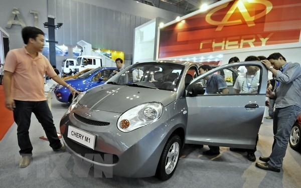 Auto imports drop sharply last week hinh anh 1