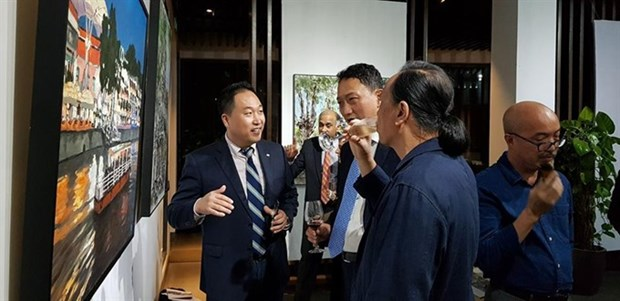 Paintings depict Singapore, Vietnam after 45 years of ties hinh anh 1
