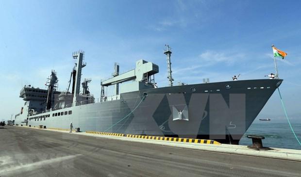 Indian naval ships visit central Da Nang city hinh anh 2