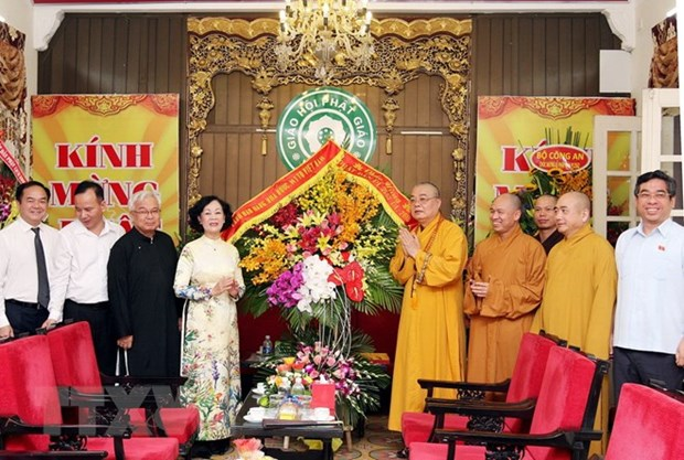 Party official congratulates VBS on Lord Buddha's birthday hinh anh 1