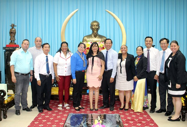 Cuban youth union delegation visits Ben Tre hinh anh 1