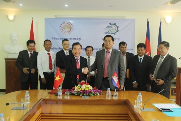 Vietnam, Cambodia universities forge ties hinh anh 1