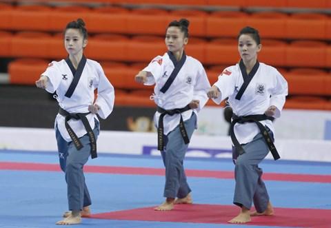 Asian Taekwondo championship kicks off in HCM City hinh anh 1