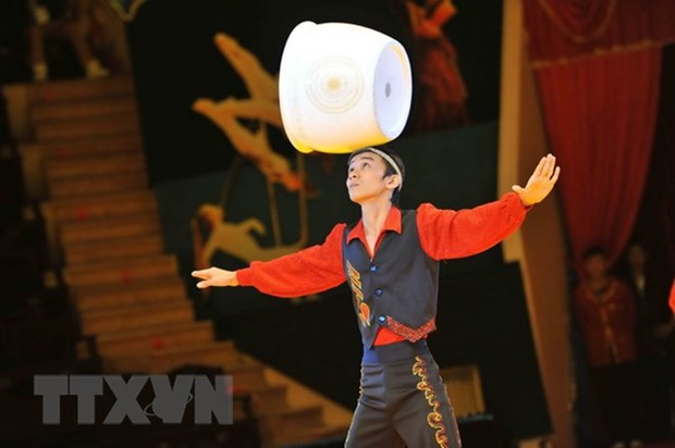 Circus performance, folk games to excite children hinh anh 1