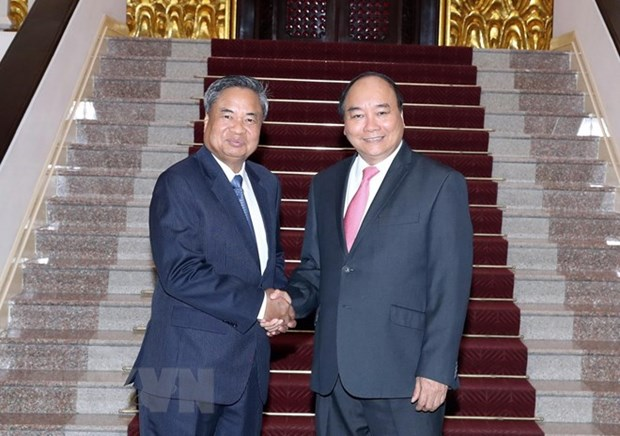 Prime Minister pledges more support in training to Laos hinh anh 1