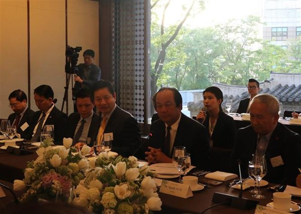 Vietnam always facilitates foreign investors: official hinh anh 1
