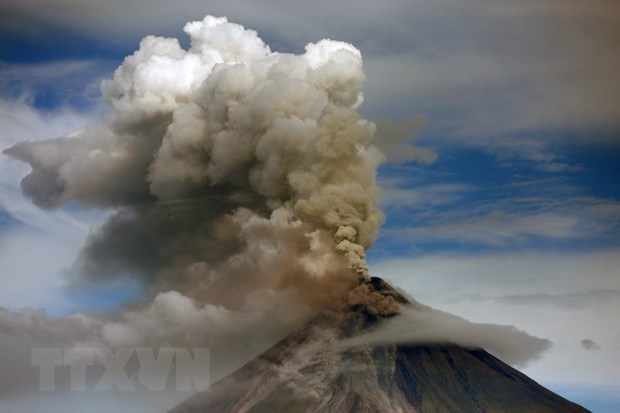Philippines warns of unexpected eruption of Mayon volcano hinh anh 1