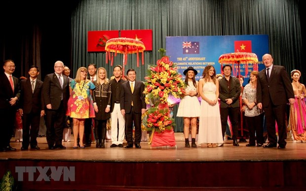 Vietnam-Australia diplomatic ties marked in HCM City hinh anh 1