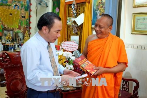 Greetings extended to Buddhists on Buddha's birthday hinh anh 1