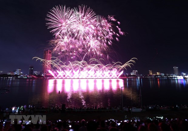 Fireworks sparkle above Han River on second night of int'l festival hinh anh 1