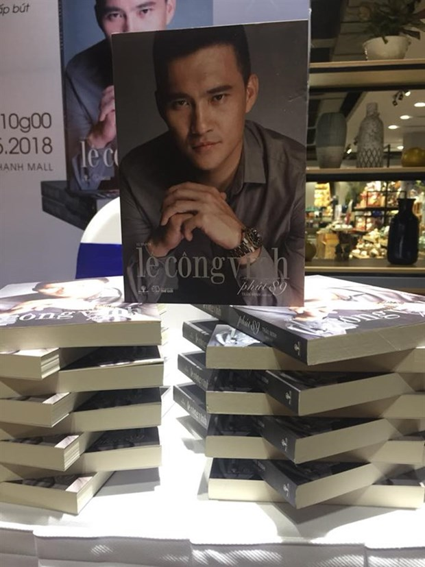 Vietnamese football star releases autobiography hinh anh 1