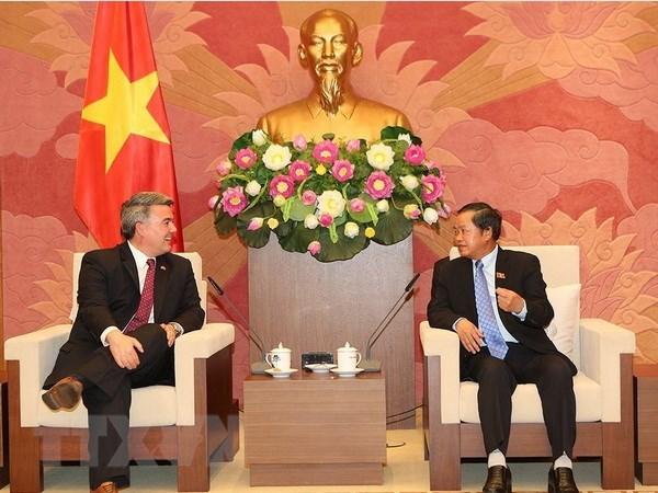 NA Vice Chairman meets with visiting US Senator hinh anh 1