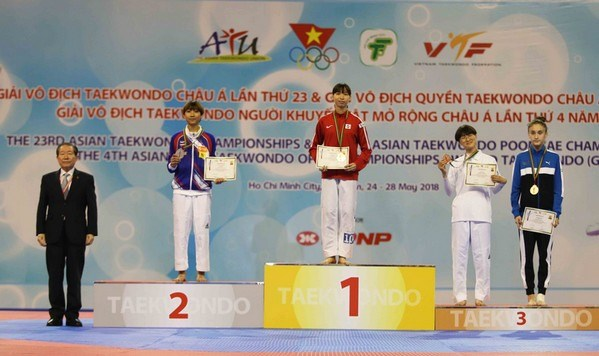 Vietnamese athlete wins gold medal at Asian Taekwondo Champs hinh anh 1