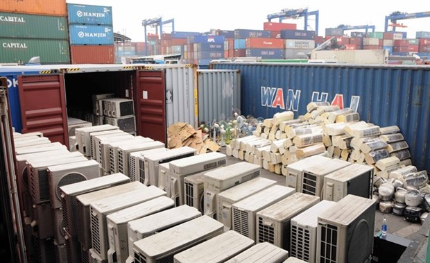 Banned goods found in containers at major ports hinh anh 1