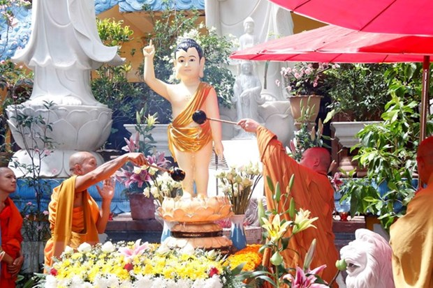 Lord Buddha's birthday celebrated abroad hinh anh 1