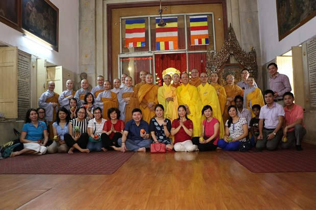 Lord Buddha's birthday celebrated abroad hinh anh 2