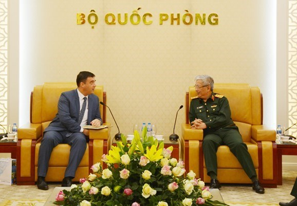 Vietnam boosts defence partnership with UK, Israel, South Africa hinh anh 2