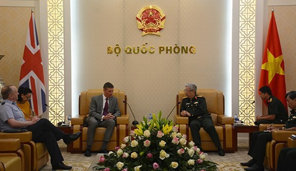 Vietnam boosts defence partnership with UK, Israel, South Africa hinh anh 1