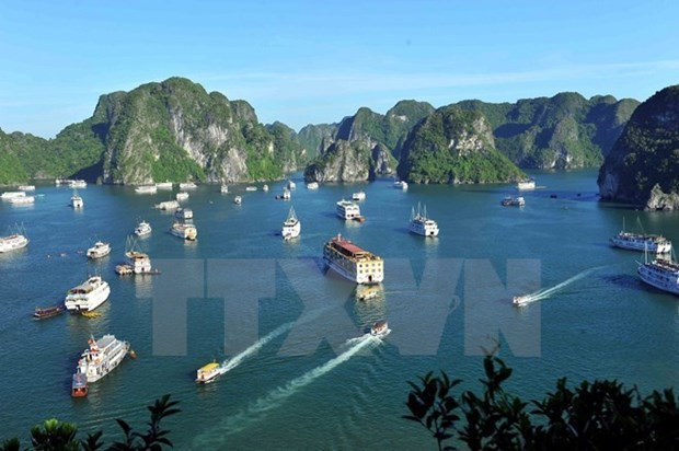 Quang Ninh: Tourist arrivals pick up 26 percent in first five months hinh anh 1