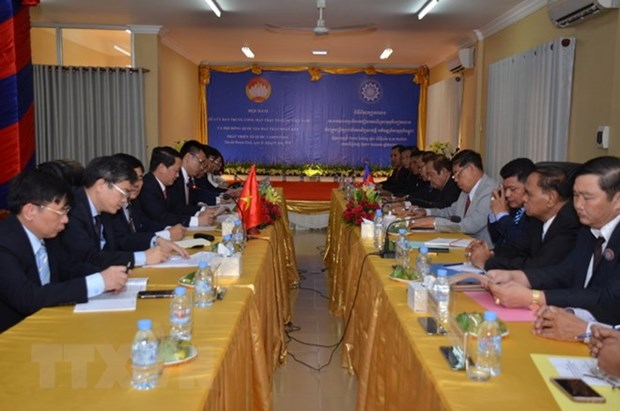 Vietnamese, Cambodian fronts boost cooperation hinh anh 1