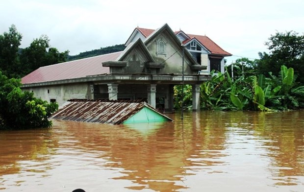Quang Nam hands over flood-proof houses to affected families hinh anh 1