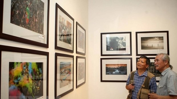 American photographic society's exhibition opens in Hanoi hinh anh 1