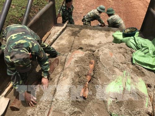 Dak Nong defuses three 227kg-bombs hinh anh 1
