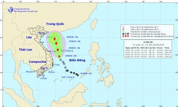 East Sea tropical low pressure gathers strength hinh anh 1